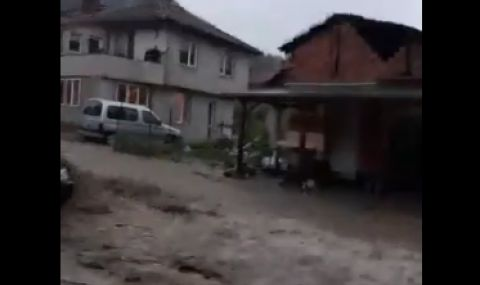 Частично бедствено положение в няколко района след вчерашния потоп - 1