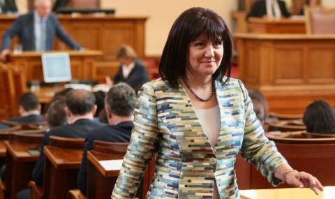 Караянчева: Манолова няма представа какво се случва в София