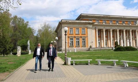 Кирил Добрев в Перник: Добрите управленци си личат в криза