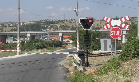 Блокаж на жп прелезите парализира трафика в Пловдив - 1