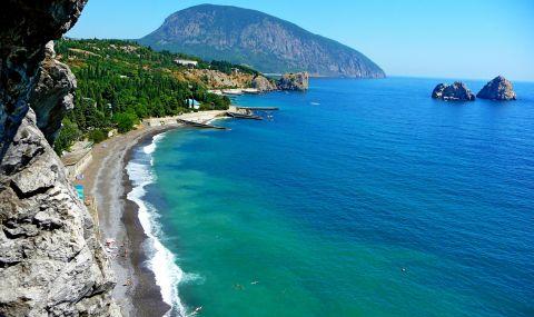 Окупаторът присвоява парцели земя в Крим
