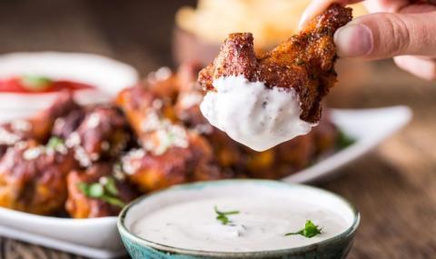 Рецепта на деня: Печени пилешки крилца със заатар