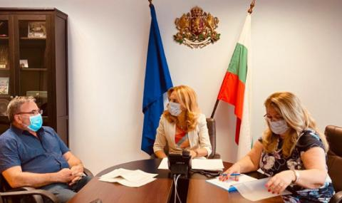 Марияна Николова успокоява немските туристи