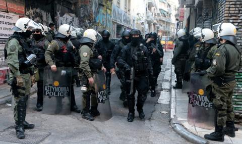 Бунт в Гърция, след като мигранти пребиха магазинер