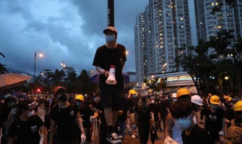 Протести блокираха транспорта в Хонконг