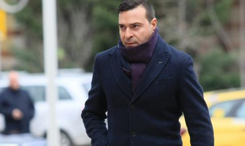 """Простакът победи"": кой и защо преби Слави Ангелов?"