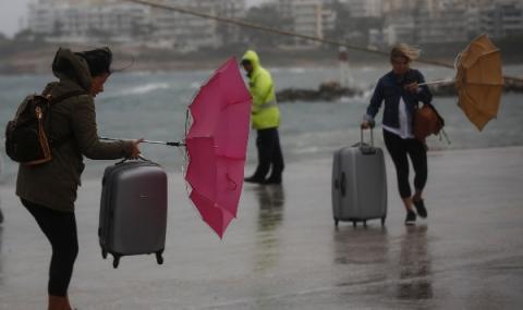 Голяма буря на острови в Гърция