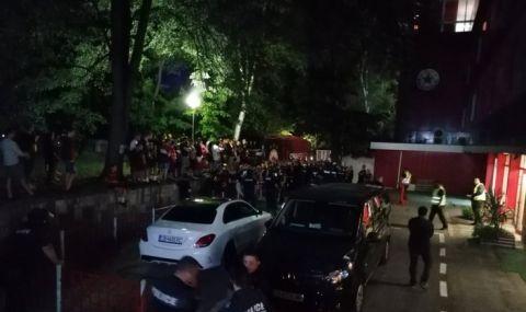 Снощи беше лепнато огромно петно на ЦСКА, но къде беше полицията? - 1