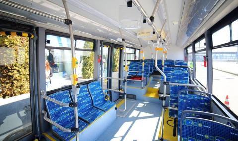Автобус на градския транспорт в София се вряза в сграда