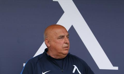 Старши треньорът на ''Левски'' подаде оставка