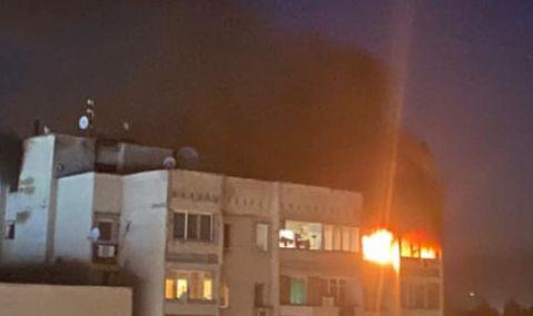 Голям пожар на върха на блок в Стара Загора