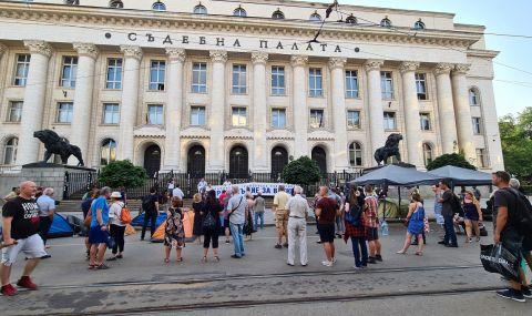 Отбелязаха 2 г. от началото на първия протест срещу Гешев - 1