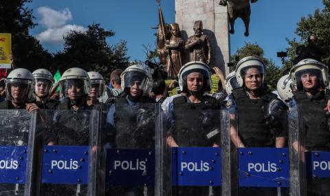 Сблъсъци в Истанбул между полицаи и бежанци