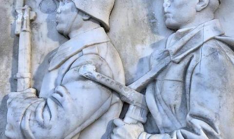ТАСС: Вандали повредиха паметник на Съветската армия в София