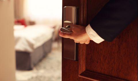 Съпруг изпрати на жена си СНИМКА от хотелската стая и... (ВИДЕО)