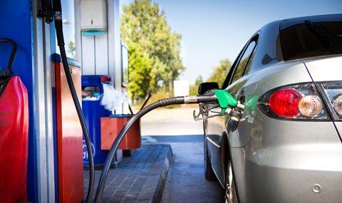 Къде в Европа е най-евтин бензин А-95 и колко литра могат да се купят с една средна заплата в различните държави - 1