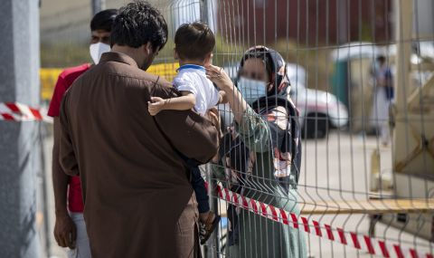 Идват хиляди млади афганистанци, България вече изостава - 1