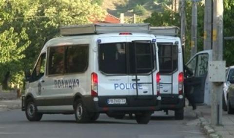 Нападнаха с камъни и прътове полицаи в Шекера заради крадена булка