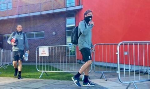 Ливърпул и Манчестър Юнайтед възобновиха от днес груповите тренировки