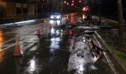 Буря отнесе покрива на блок в Несебър