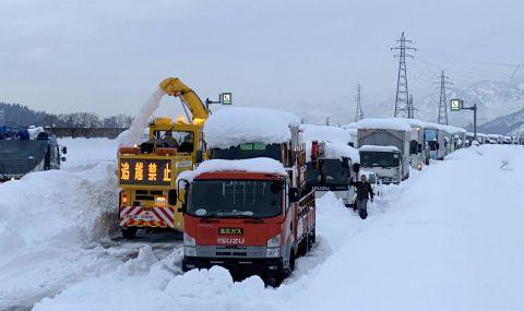 Снегът отне няколко човешки живота в Япония