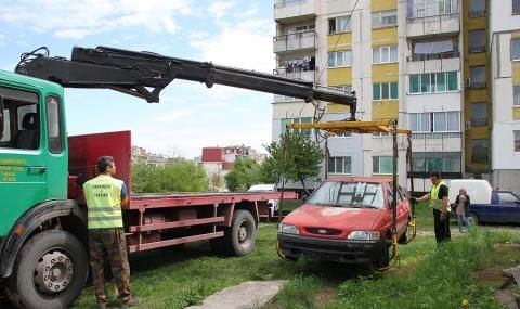 Вдигнаха близо 500 изоставени коли от улиците на София