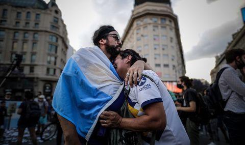 ГЛЕДАЙТЕ НА ЖИВО: Хиляди се стичат за последно сбогом с Марадона