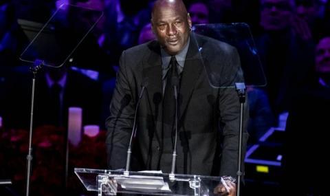 Уилт Чембърлейн: Промениха правилата в НБА, за да може Джордан да доминира