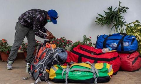 Спират експедициите до най-високия връх в света