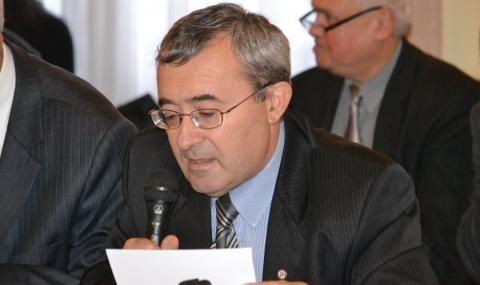 Слатински: Властта живее в нарцистична хиперреалност