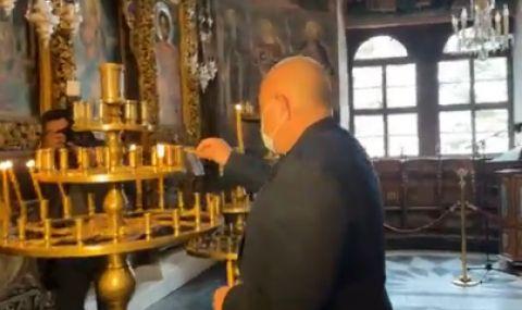 Бойко Борисов пали свещи в Рилския манастир, извинява се (ВИДЕО)