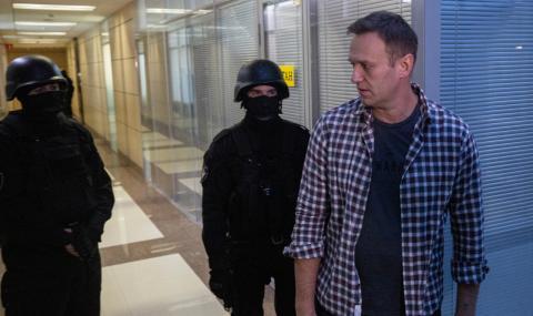 Навални е в кома
