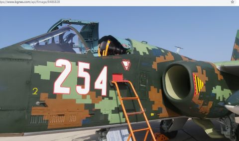 Красимир Каракачанов летя с ремонтиран щурмовик Су-25