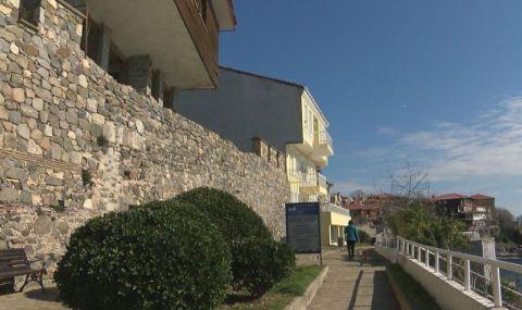 Мъжът с разрешение за събаряне на стената в Созопол: Тя е фалшива и незаконна!