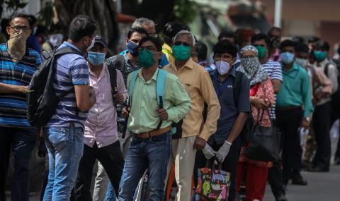 Мъж плати $4000 за златна маска срещу коронавируса