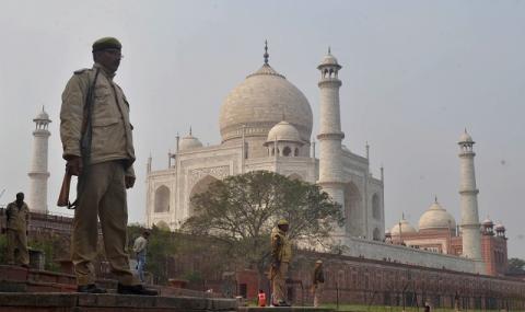 Тадж Махал отново приема посетители след шестмесечно затваряне