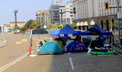 Една блокада по-малко в София, протестът продължава