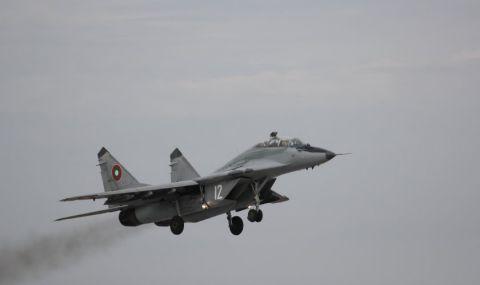 Министърът на отбраната: Няма да спираме полетите с МиГ-29