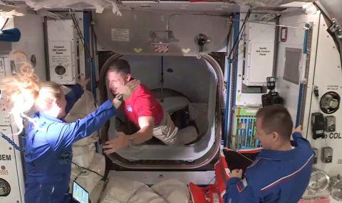 Американски астронавти с нова космическа разходка - 1