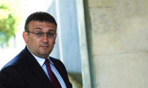 Маринов: Няма общо между последните грабежи