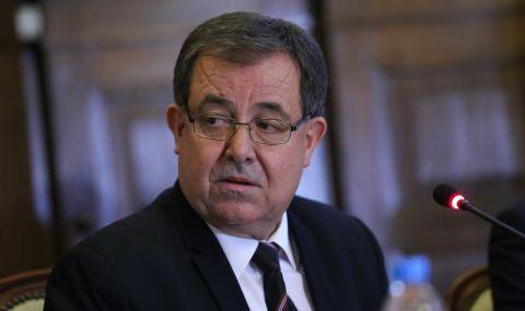 Министър Бозуков уволни шефа на