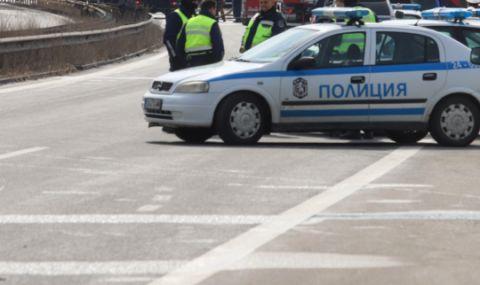 Тежкотоварен камион катастрофира и затвори участък от АМ