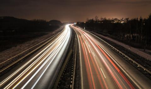 Камък удари автомобил, шофьорката почина от инфаркт