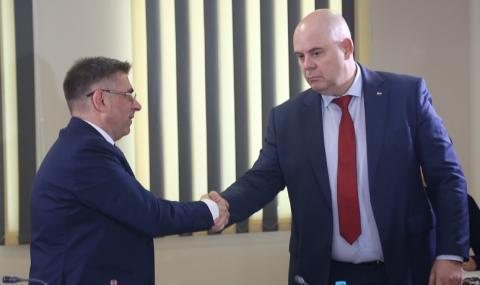 Нима Доган управлява България?