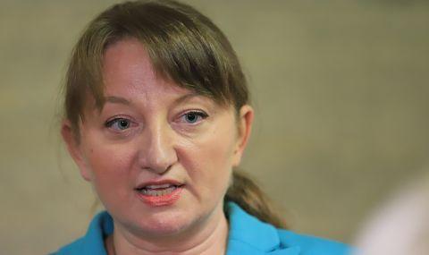 Вижте министър Сачева като булка (СНИМКА)