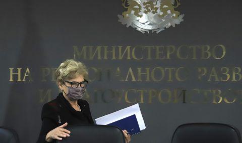 Подизпълнители, взели авансово 200 милиона лева, бойкотираха министър Комитова