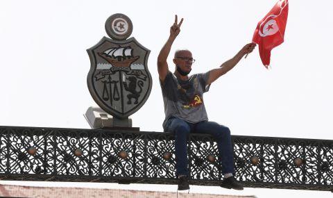 Затвориха водеща медия в Тунис - 1