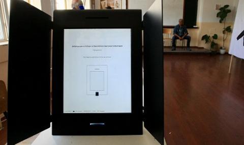 Правната комисия отмени машинното гласуване и на второ четене