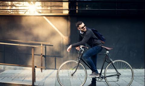 Велосипедистите са пример на пътя