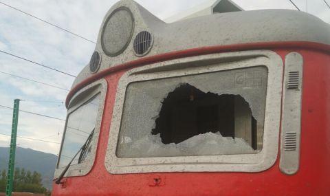Диващина: Продължава обстрелът на влакове